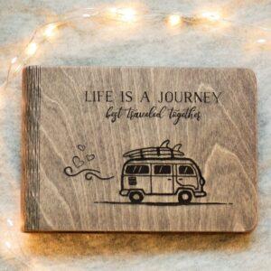 enjoythewoodestonia puidust kaantega märkmik journey